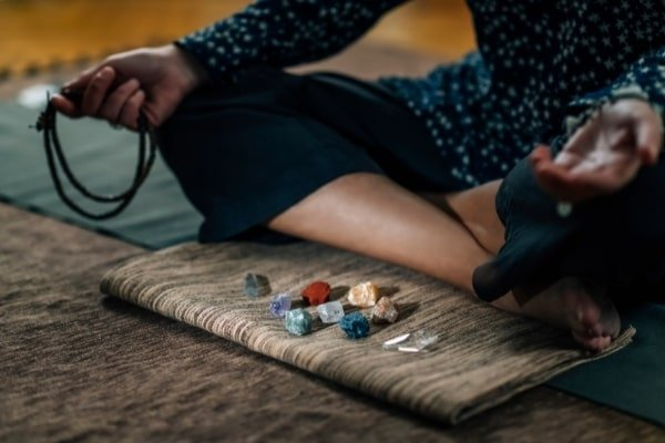 meditation with healing crystals